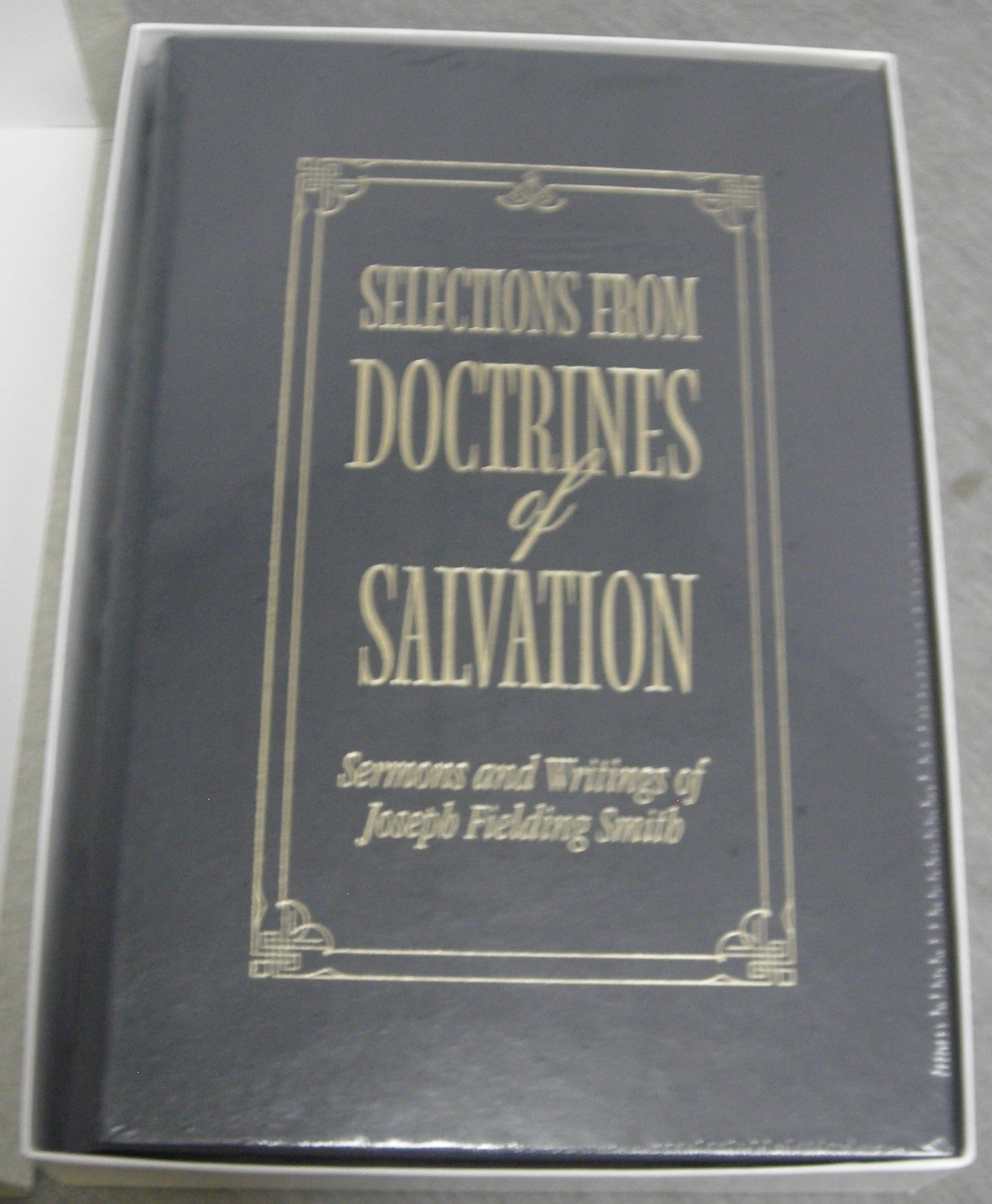 Selections from Doctrines of Salvation - Leather -  Sermons and Writings of Joseph Fielding Smith, Smith, Joseph Fielding