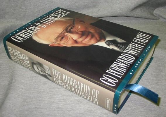 GO FORWARD WITH FAITH -  The Biography of Gordon B. Hinkley, Dew, Sheri L.